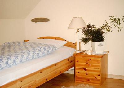 Schlafzimmer mit zwei Betten (je 1 x 2 m)